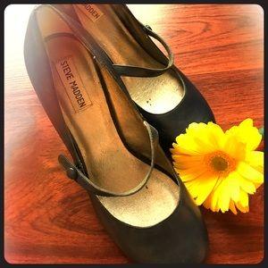 Steve Madden navy Mary Jane heels